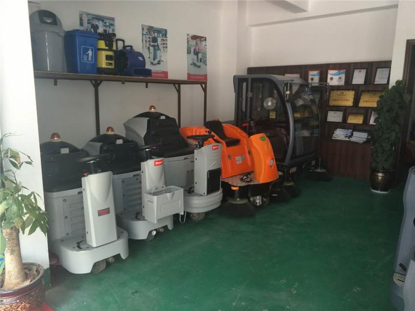 地霸清洁设备洗地机图片